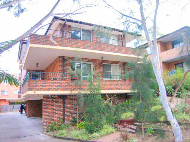 1/4 Queens Road, Westmead NSW 2145