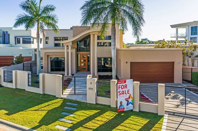 3 Hampton Court, Sovereign Islands QLD 4216