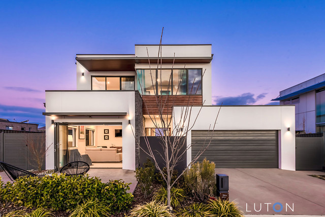 60 Harold White Avenue, Coombs ACT 2611