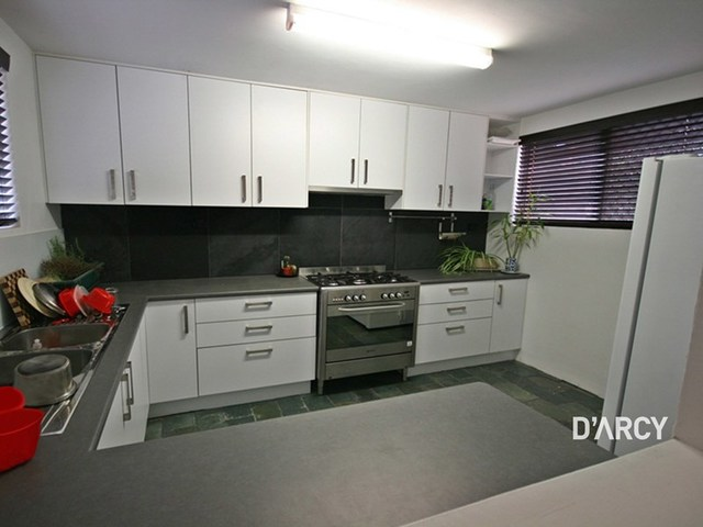 - Collins St, Clayfield QLD 4011