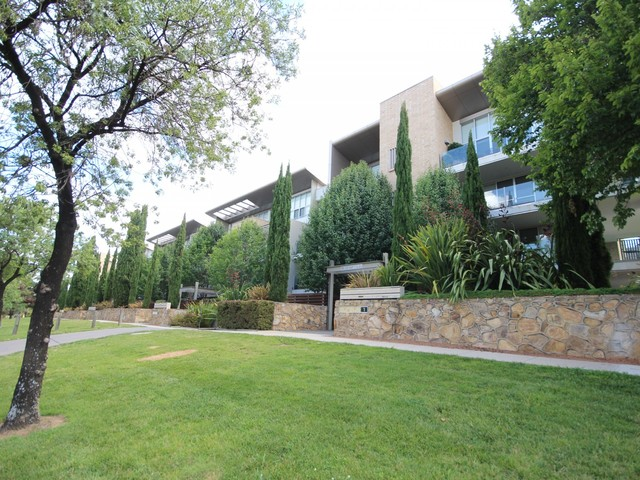 2/32 Canberra Avenue, Forrest ACT 2603