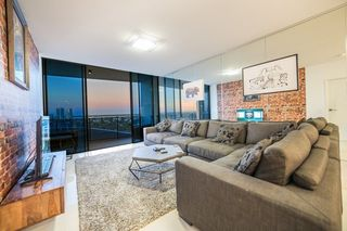 21204/5 Harbour Side Court