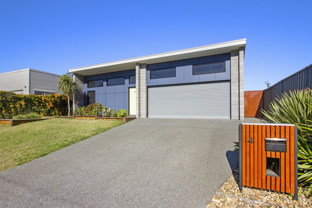 4 Griffiths Run, Broulee NSW 2537
