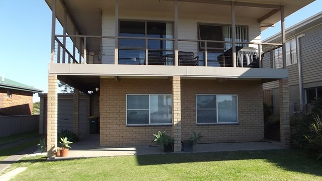 2/5 Lakeview Cresc, Forster NSW 2428