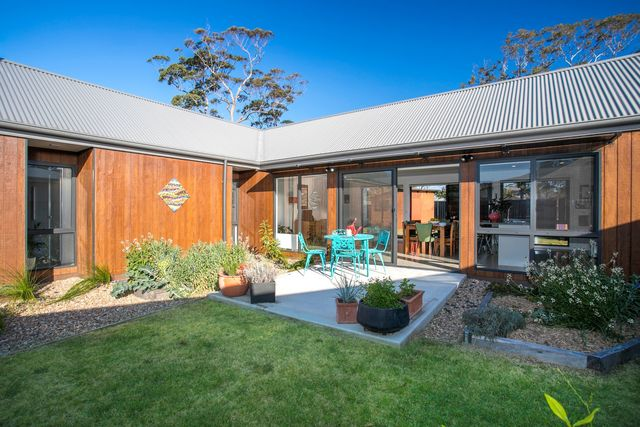 6 Conway Close, Broulee NSW 2537