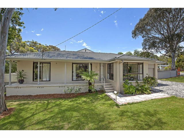 117 Cams Boulevard, Summerland Point NSW 2259