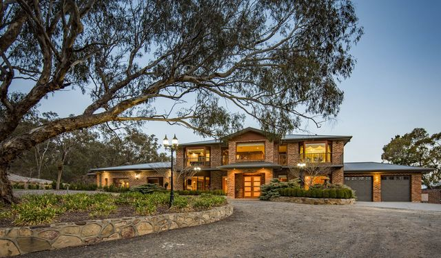 14 Beston Place, Greenleigh NSW 2620