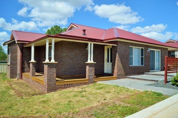 2/12 Hardinge Street, Guyra NSW 2365
