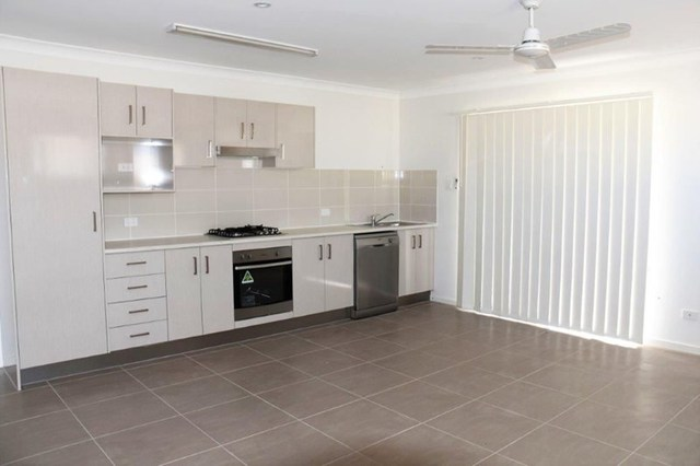 2/5 Falcon Street, Redbank Plains QLD 4301