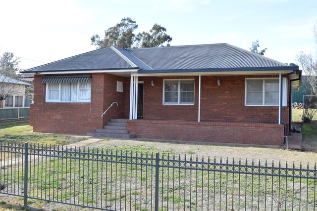 10 Warraderry Street, Grenfell NSW 2810