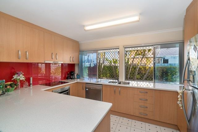 2/10 Wattle Road, Rothwell QLD 4022