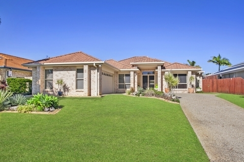 8 Carr Pl, Pelican Waters QLD 4551