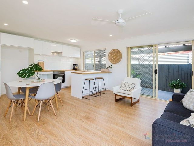 2/22 Crystal Reef Drive, Coombabah QLD 4216