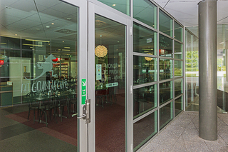 5-day Week Cafe Surrounded By Government Offices Low Rent And Secure Lease.