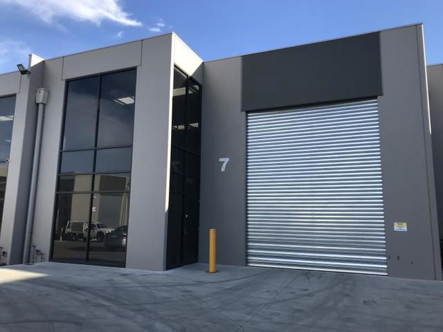 Warehouse 7/23-25 Sharnet Circuit, Pakenham VIC 3810