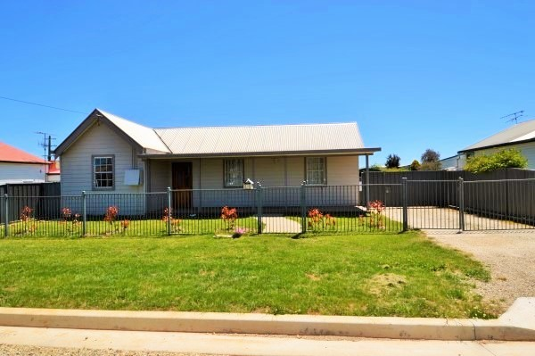 6 White Street, Guyra NSW 2365