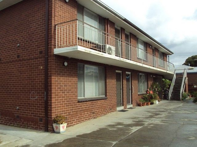 2/16 Coronation Street, Kingsville VIC 3012