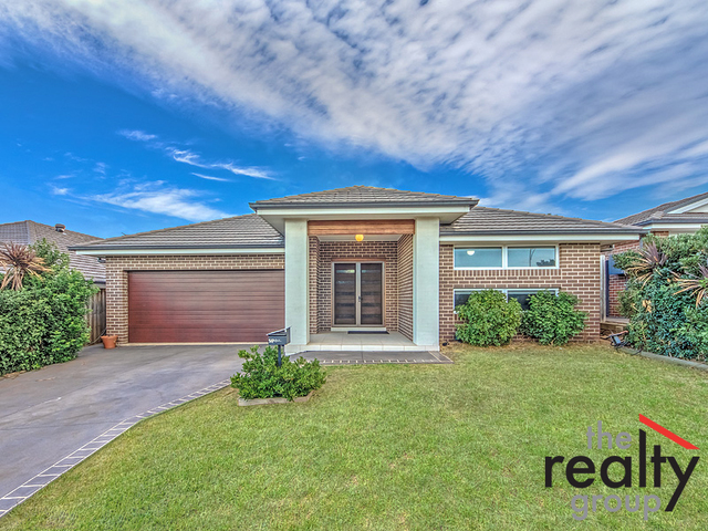 14 Young Circuit, Elderslie NSW 2570