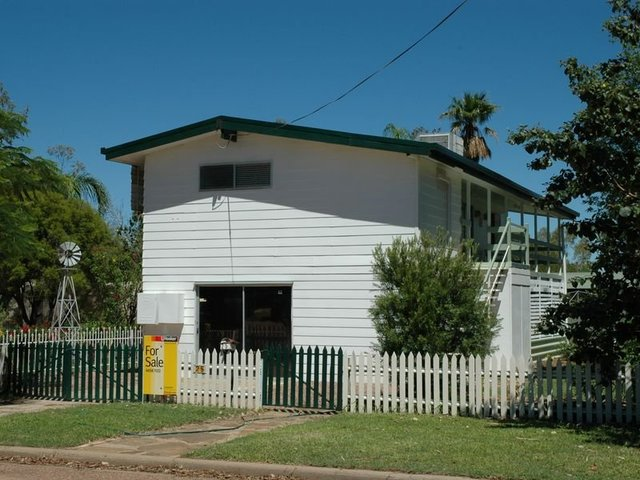 25 Crane Street, Longreach QLD 4730