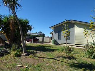 2 Lockyer Crescent