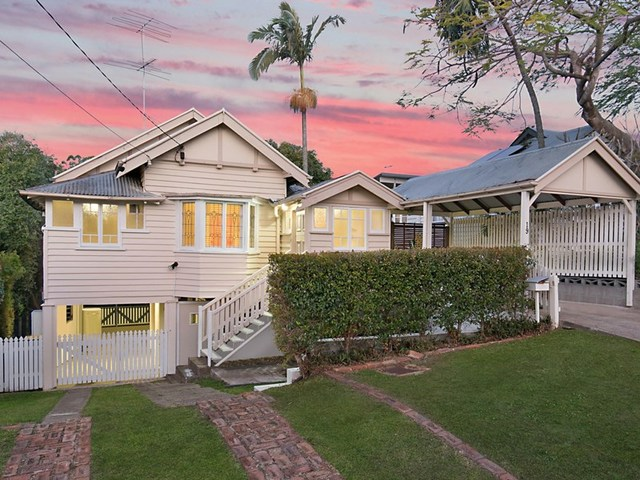 19 Dover Street, Hawthorne QLD 4171