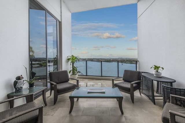 Penthouse One, Pinnacle Complex, Hamilton QLD 4007