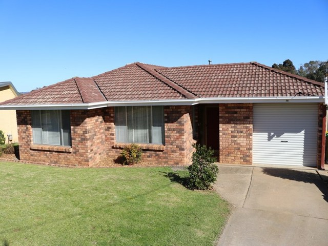 76 Blackett Avenue, Young NSW 2594