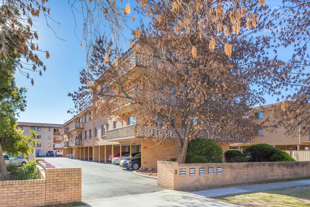 2/2 Booth Street, Queanbeyan East NSW 2620