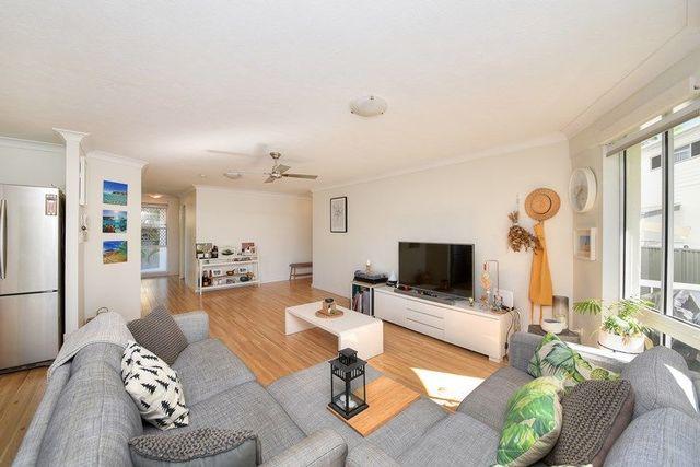 1/98 Seagull Avenue, Mermaid Beach QLD 4218