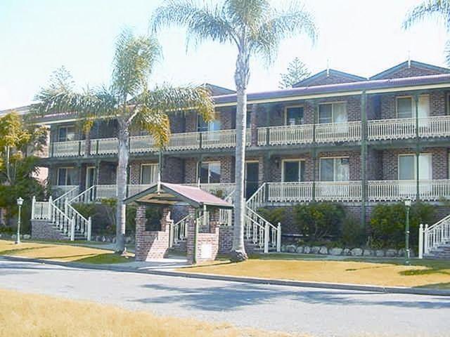 Apartment 4/1 Recreation Lane, Tuncurry NSW 2428