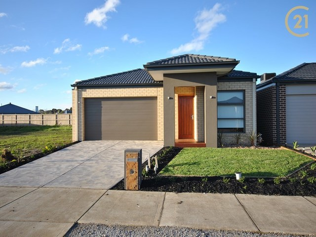 9 Brightstone Drive, Clyde North VIC 3978
