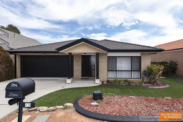 19 Unwin Avenue, Jerrabomberra NSW 2619