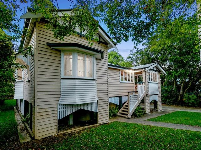 11 Poet Street, Holland Park West QLD 4121