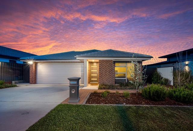 53 Harold White Avenue, Coombs ACT 2611