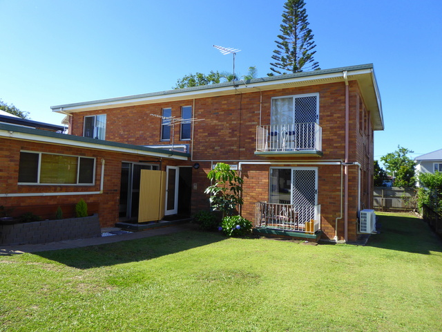 5/8A Short St, Woody Point QLD 4019