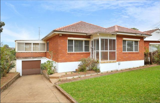 15 Bukari Street, West Wollongong NSW 2500