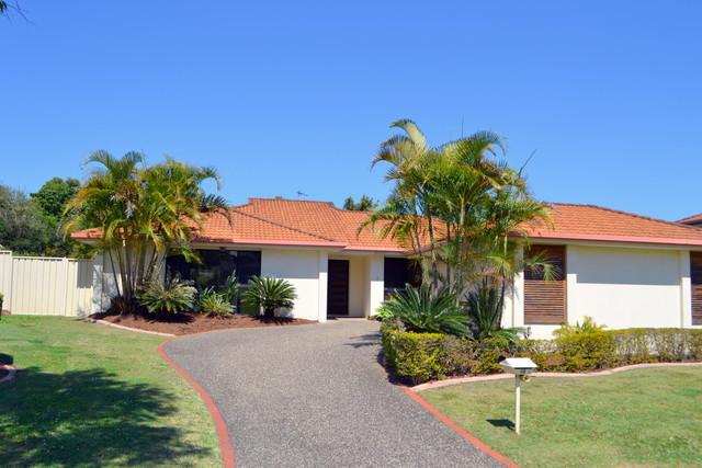 12 Tee Trees Boulevard, Arundel QLD 4214