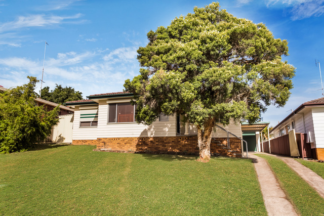 12 Unicomb Close, Rutherford NSW 2320