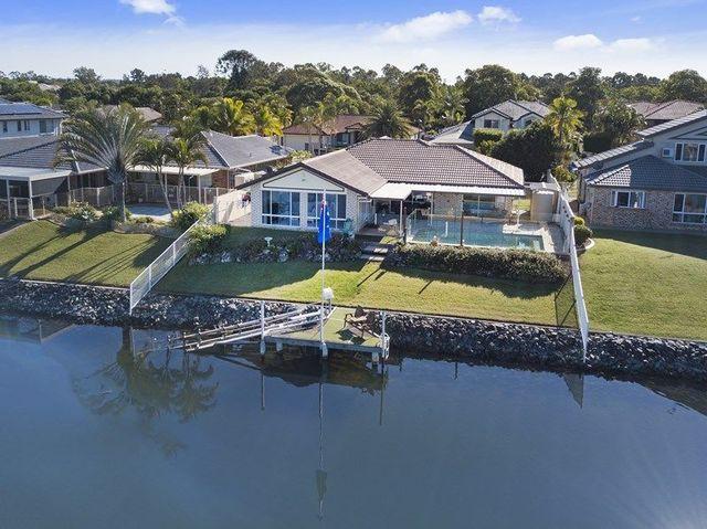 33 Saltwater Terrace, Helensvale QLD 4212