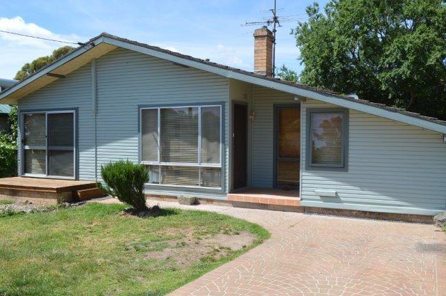32 Garfield Ave, Goulburn NSW 2580