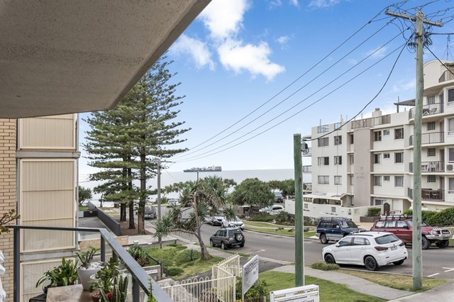 1/11 Dingle Avenue, Kings Beach QLD 4551