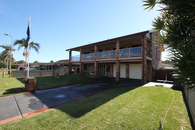 25 Kennewell Pde, Tuncurry NSW 2428