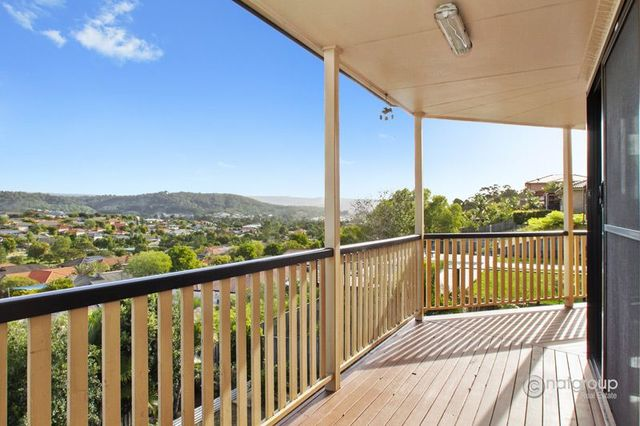 33 Manra Way, Pacific Pines QLD 4211