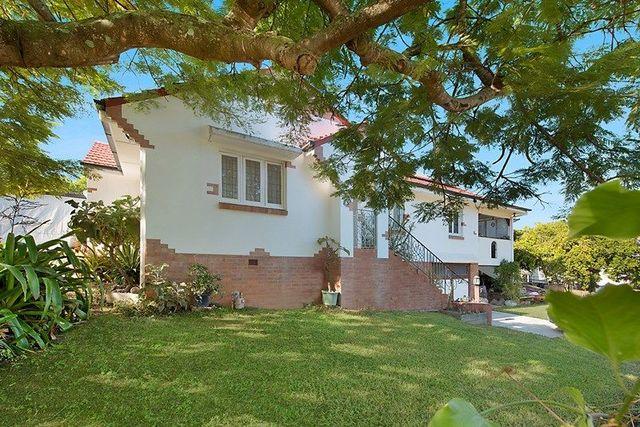 37 Hamel Rd, Holland Park West QLD 4121