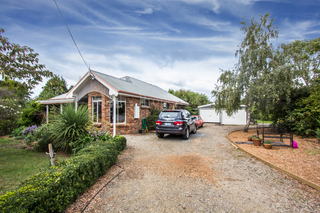 8 Swan Point Road