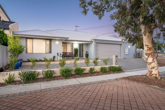 25A Civic Place, WA 6021
