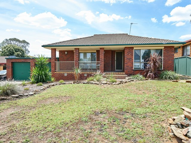 3 Finch Place, NSW 2650