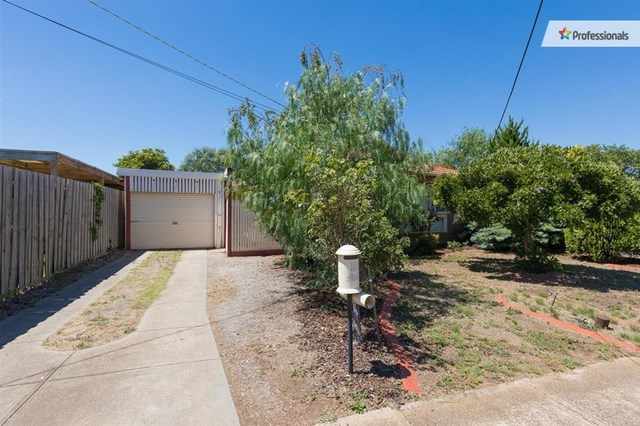 18 Clowes Street, Melton South VIC 3338