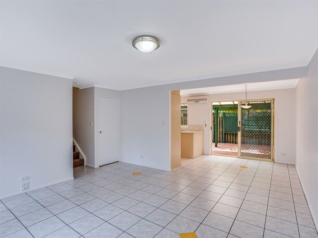 4/18 Bottlewood Court, Burleigh Waters QLD 4220