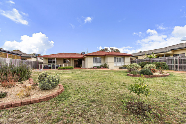 2/15 Rainbow Place, Latham ACT 2615